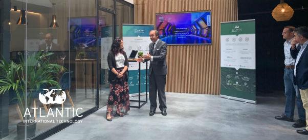 Atlantic Creative transforma una presentación de dispositivos informáticos en una experiencia gastronómica